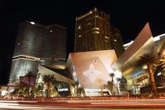 拉斯维加斯主街上的新的旅馆在晚上 免版税库存照片