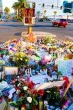 拉斯维加斯射击受害者的热忱的花床 库存照片