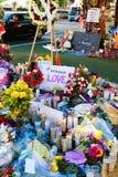 拉斯维加斯射击受害者的热忱的花床 图库摄影