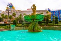 拉斯维加斯,美利坚合众国- 2016年5月05日:在Harrah ` s旅馆和赌博娱乐场的喷泉小条的 库存图片