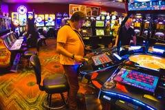 拉斯维加斯,美利坚合众国- 2016年5月7日:打牌轮盘赌的桌在佛瑞蒙赌博娱乐场 免版税图库摄影