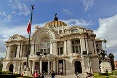 贝拉斯阿特斯宫殿在墨西哥城 免版税库存图片