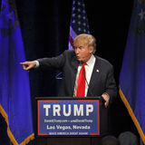 拉斯维加斯内华达, 2015年12月14日:共和党总统候选人唐纳德・川普指向活动Westgate拉斯维加斯 库存照片