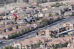 拉斯维加斯在飞行中警察用直升机 库存照片