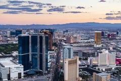 拉斯维加斯看法从统温层塔的在黄昏 免版税库存照片