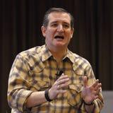 拉斯维加斯,内华达, 2015年12月17日:共和党总统候选人参议员 在PR期间,特德Cruz, R得克萨斯,讲话,指向并且挥动 免版税库存图片