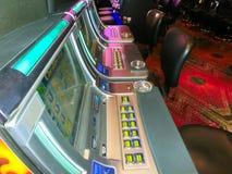 拉斯维加斯,美利坚合众国- 2016年5月07日:老虎机在佛瑞蒙赌博娱乐场 库存图片