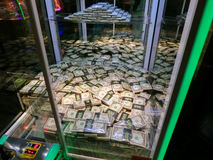 拉斯维加斯,美利坚合众国- 2016年5月11日:老虎机在佛瑞蒙赌博娱乐场 库存照片
