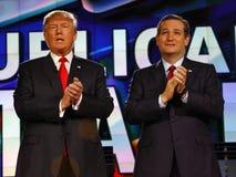 拉斯维加斯, NV - 12月15日:共和党总统候选人美国唐纳德J参议员特德Cruz和 在前CNN共和党人的王牌拍手 免版税图库摄影