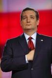 拉斯维加斯, NV - 12月15日:共和党总统候选人美国特德Cruz参议员举行移交心脏和在他的夹克下在C 免版税库存照片