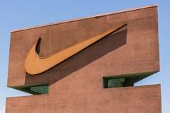 拉斯维加斯-大约2017年7月:耐克,公司 Swoosh商标和标志 耐克是其中一个运动鞋的世界` s最大的供应商v 图库摄影