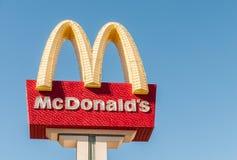 拉斯维加斯- 2010年9月10日:9月10日的麦克唐纳商标寸 库存照片
