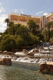 海市蜃楼旅馆和瀑布在拉斯维加斯,在201的3月30日, NV 库存照片