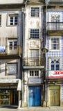 拉格,葡萄牙 2017年8月14日:三层房子,非常狭窄 库存照片