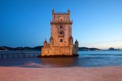 贝拉母塔在里斯本在晚上 免版税库存图片