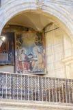 拉瓜地亚, Alava,西班牙 2018年3月30日:位于其中一的中世纪样式一张多彩绘画的细节侧向曲拱  免版税库存照片
