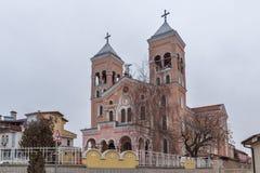拉科夫斯基,保加利亚- 2016年12月31日:圣迈克尔天主教堂天使在拉科夫斯基镇  库存照片