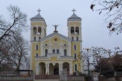 拉科夫斯基,保加利亚- 2016年12月31日:天主教堂耶稣的多数圣洁心脏在拉科夫斯基镇  免版税库存图片