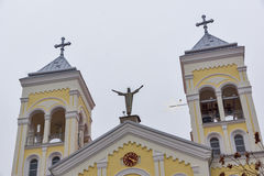 拉科夫斯基,保加利亚- 2016年12月31日:天主教堂耶稣的多数圣洁心脏在拉科夫斯基镇  免版税图库摄影