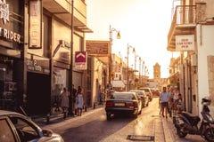 拉纳卡,塞浦路斯- 2015年9月10日:Pavlou Valsamaki街道,导致圣徒拉撒路教会的一条旅游街道Septe的, 免版税图库摄影