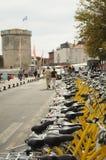 拉罗歇尔黄色自行车  免版税库存照片