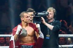 拉脱维亚专业拳击手Mairis Briedis atfer战斗 免版税库存照片