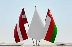 拉脱维亚和阿曼的旗子 皇族释放例证