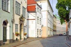 拉脱维亚里加 里加的被修补的老街道  免版税库存图片