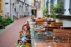 拉脱维亚,里加,街道咖啡馆 免版税库存照片
