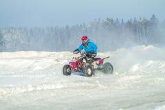 拉脱维亚, Jaunrauna,冬天摩托车越野赛,与quadracycle,镭的司机 库存照片