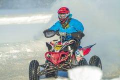 拉脱维亚, Jaunrauna,冬天摩托车越野赛,与quadracycle,镭的司机 图库摄影