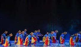 拉萨中国种族舞蹈的高地大麦茶春天 免版税库存照片
