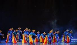 拉萨中国种族舞蹈的Galsang花春天 库存图片