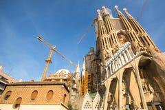 拉萨格拉达Familia -印象深刻的大教堂由Gaudi设计了 库存照片
