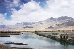 拉萨河在西藏,中国 免版税图库摄影