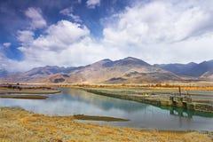 拉萨河在西藏,中国 免版税库存图片