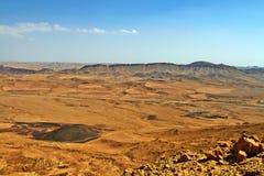 拉蒙火山口在以色列Neqev沙漠 库存照片