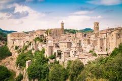 索拉诺,在凝灰岩岩石建设的镇,是一个多数beautifu 免版税库存照片