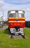 巴拉诺维奇,白俄罗斯- 2015年5月14日:柴油火车DR-1无盖货车 免版税库存照片