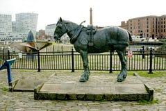 拉货车的马纪念碑利物浦 免版税库存图片
