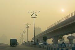 拉贾尔哈特戈帕尔普尔纽敦路在冬天早晨,加尔各答,西孟加拉邦,印度 免版税库存图片
