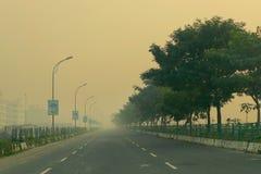 拉贾尔哈特戈帕尔普尔纽敦路在冬天早晨,加尔各答,西孟加拉邦,印度 库存照片