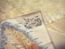 拉迪格岛地图  在拉迪格岛的棕榈树 免版税图库摄影
