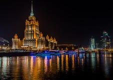 拉迪森皇家旅馆莫斯科在晚上 库存照片