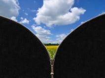 拉链和农村春天风景 免版税库存照片