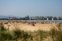 拉雷多,坎塔布里亚,西班牙;09-05-2010:药膏海滩的美好的图象在拉雷多 免版税图库摄影