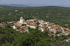 拉马蒂埃尔附近的圣特罗佩,法国山村  免版税库存照片