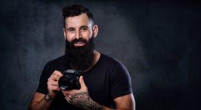 拍与一台专业照相机的一个人照片 免版税图库摄影