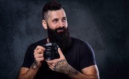 拍与一台专业照相机的一个人照片 免版税库存图片