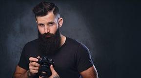 拍与一台专业照相机的一个人照片 库存照片